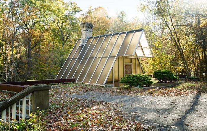 A-frame Home - дом, скрытый в лесу.