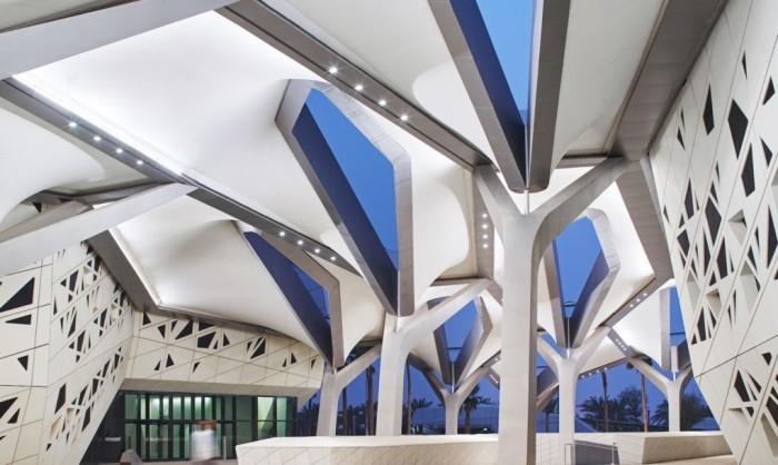 Центр изучения и исследования нефти имени короля Абдаллы - здание, построенное по проекту Захи Хадид.