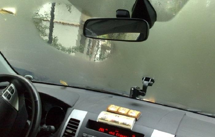 Элементарный до безобразия способ, как избавиться от запотевания стекол в машине.
