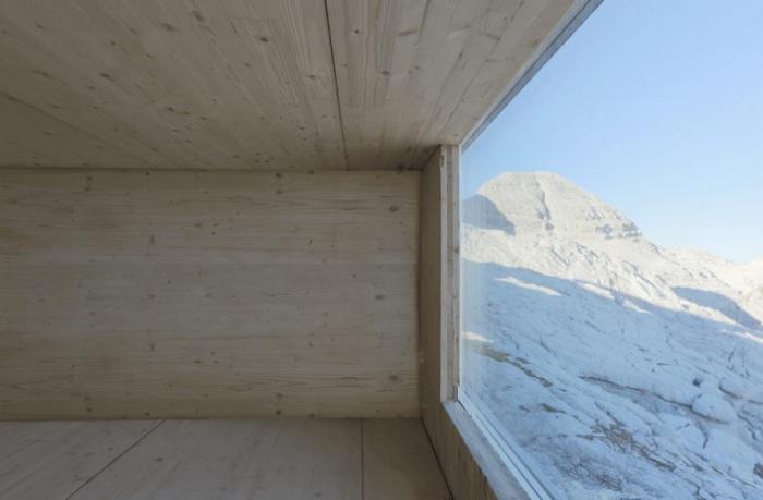 Приют для путешественников на вершине горы.