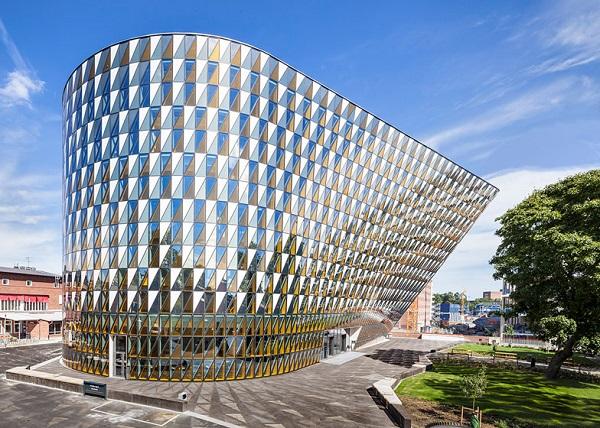 Здание конференц-зала Aula Medica.