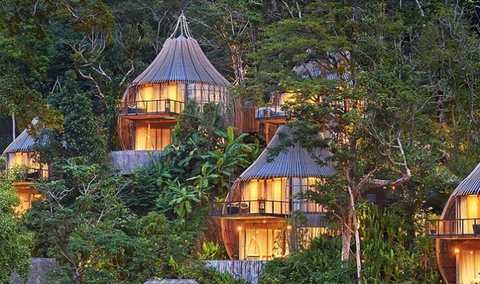 Номера отеля, выполненные в виде коконов.