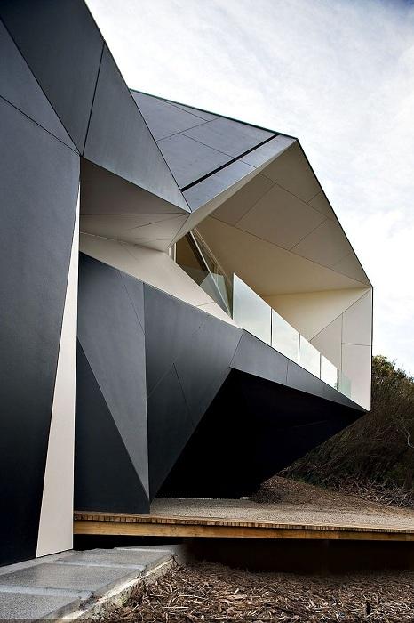 Дом в стиле оригами.