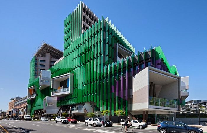 The Lady Cilento Children's Hospital - детская больница в Австралии.