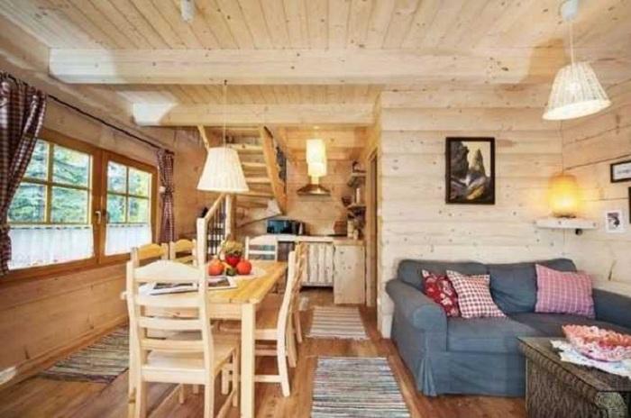 Интерьер в бревенчатом домике.