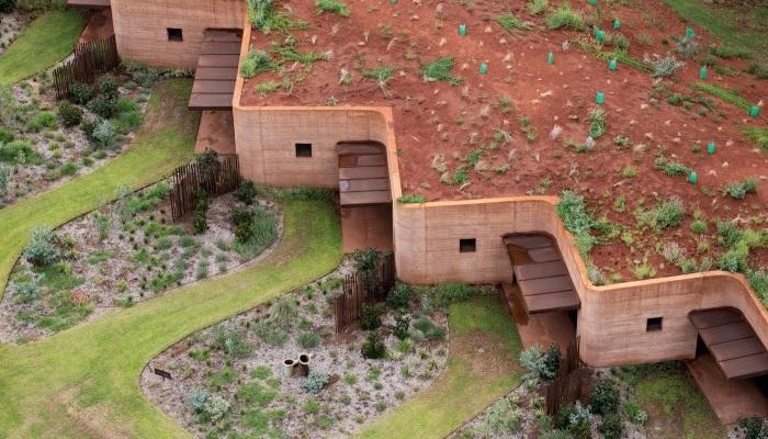 «Великая стена» - оригинальный комплекс временного жилья.