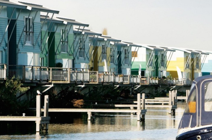 Maasbommel's Amphibious Homes - дома у реки Маас (Голландия).