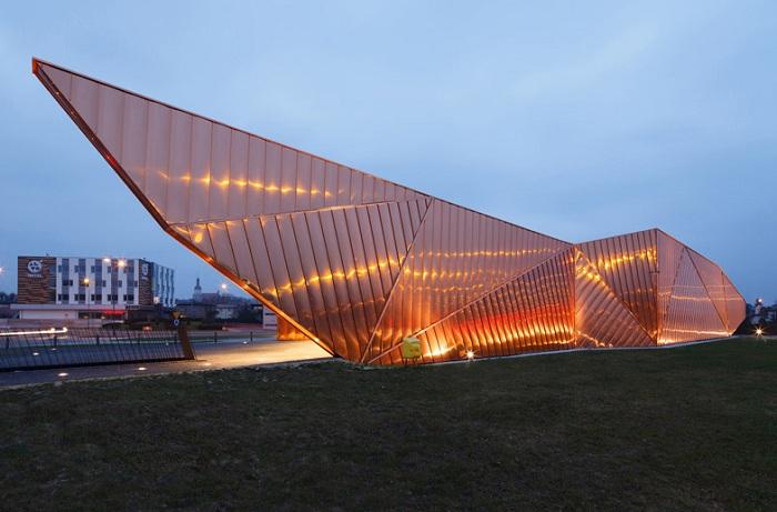 «Flame» - культурный центр в виде языков пламени.