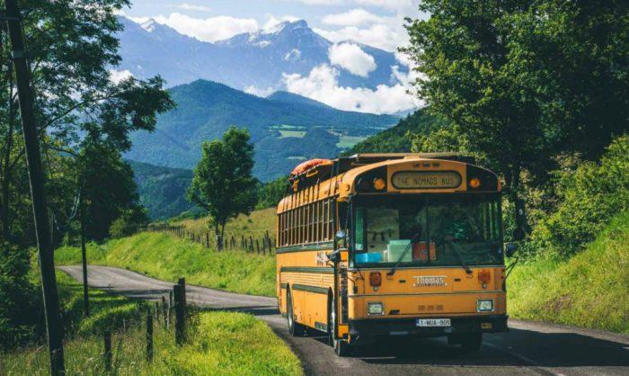 Автобус, переделанный супружеской парой Valerie Cook и Tim Boffe.