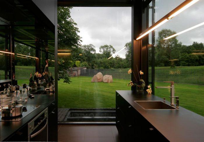 Кухня в доме, построенном архитекторами бюро G.Natkevicius & Partners.