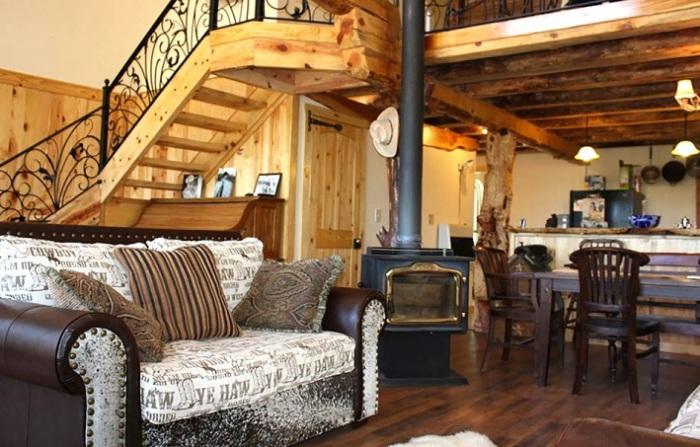 Пример интерьера в арочном доме.