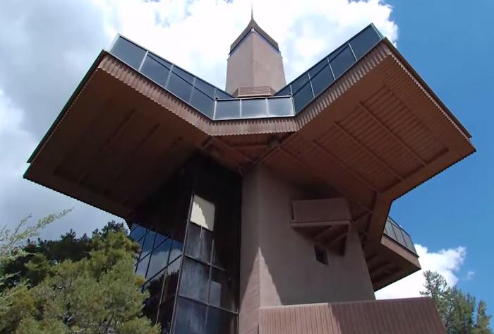 Falcon Nest - дом, построенный в стиле постмодерн.