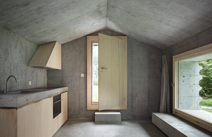 Concrete Cabin. Вид изнутри.