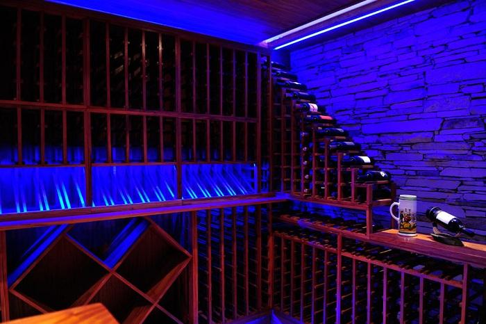 Подвал - винотека в доме Casa ST56.