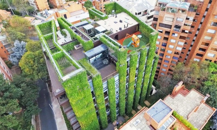 Здание с самым крупным вертикальным садом.
