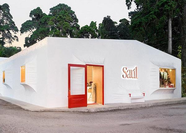 Магазин мужской одежды Saul E Mendez.