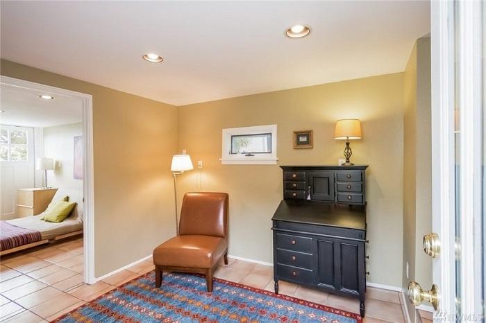 Интерьер дома выдержан в классическом стиле.