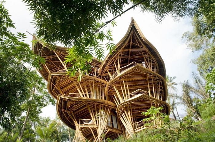 Удивительная вилла из бамбука
