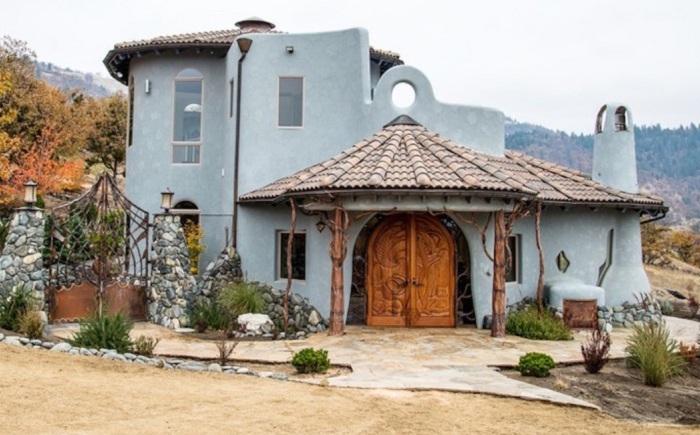 Shining Hand Ranch - дом площадью 825 кв. метров.