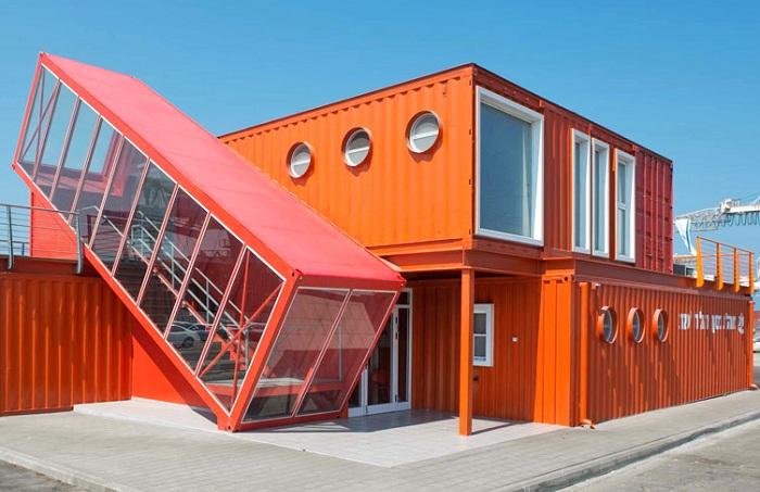 Офис, сделанный из контейнеров.