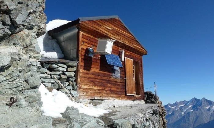 Хижина, расположенная на высоте 4003 метров над уровнем моря.
