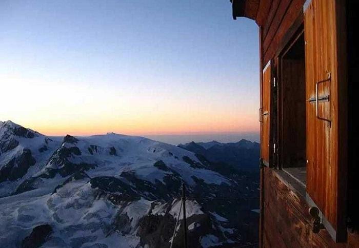 Хижина, расположенная на маршруте восхождения на гору Маттерхорн.