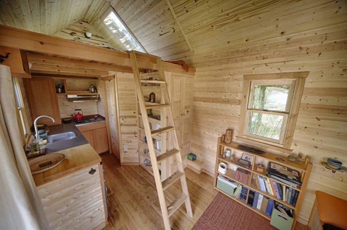 Внутри кемпинга Sweet Pea Tiny House.