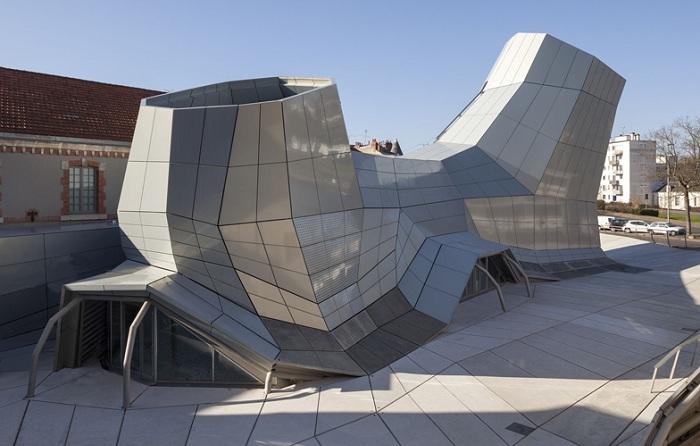«The Turbulences» - центр с ультрасовременным фасадом.