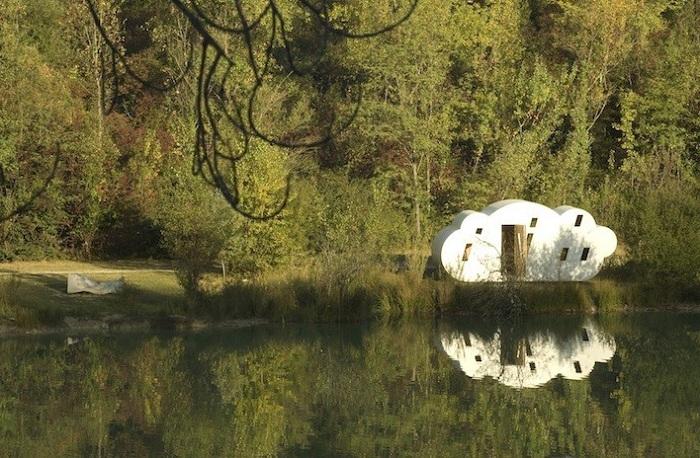 Le Nuage - загородный домик в виде облачка.