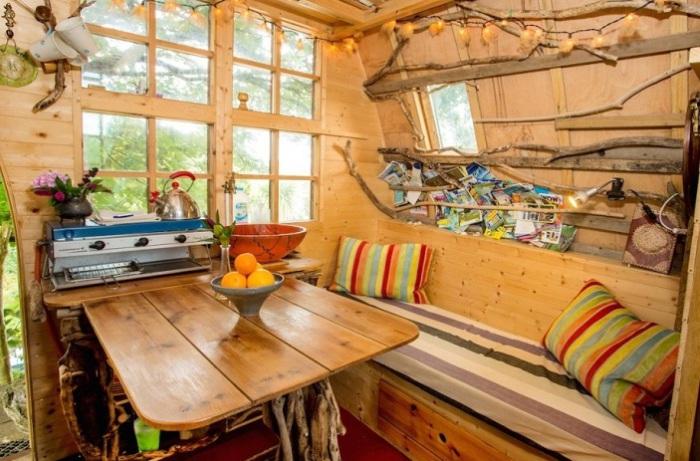 Tree Sparrow House. Гостиная-кухня.