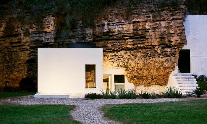 Cuevas del Pino - дом, построенный в пещере.