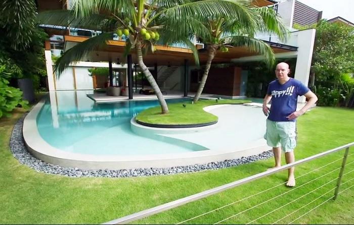 Стив Фишер построил дом стоимостью в несколько миллионов долларов.