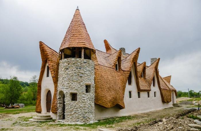 Отель, построенный из органических материалов.