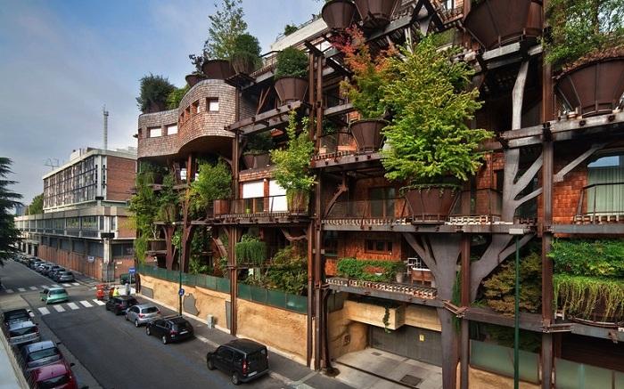 Дом с фасадом из растений.