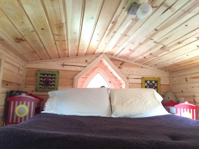 Спальное место в мобильном домике.