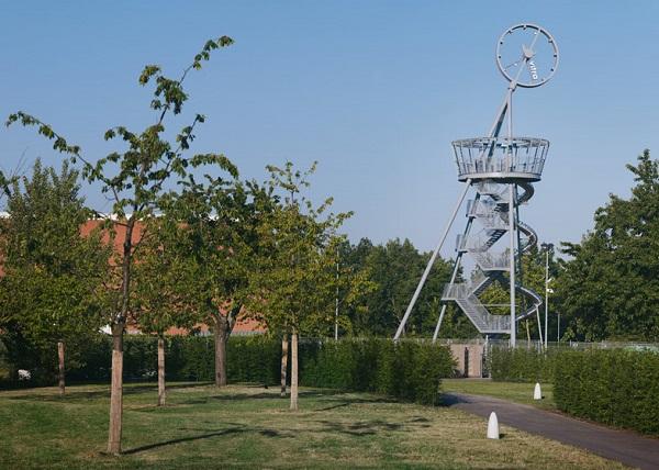Башня-горка от бельгийского дизайнера.