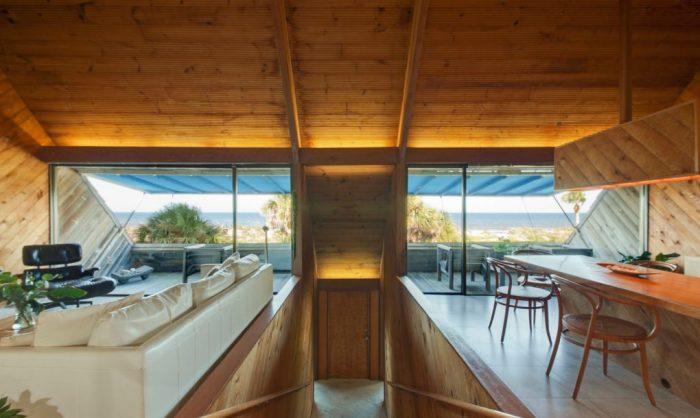 Дом, обшитый панелями из натурального кедра.
