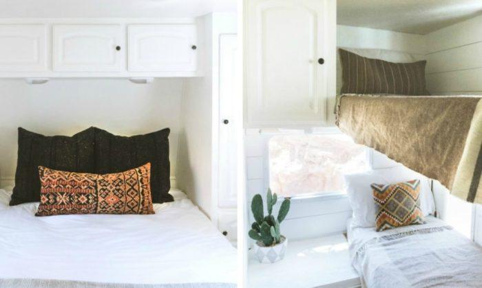 Темные подушки и покрывала контрастируют с белыми комнатами.