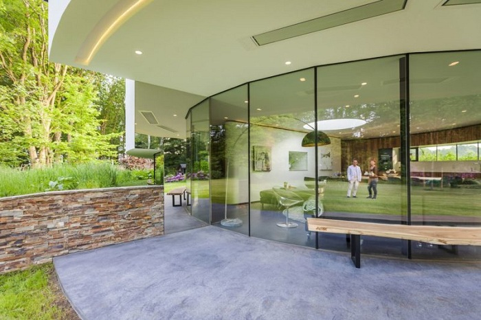 Villa 360 - вилла, напоминающая стеклянный цилиндр.