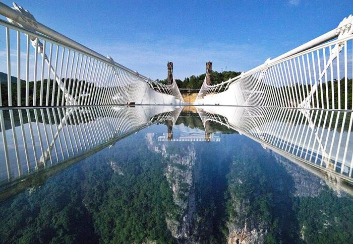 Самый длинный в мире стеклянный мост.