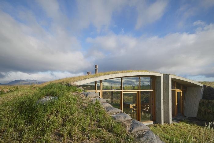 Загородный дом, построенный в районе вулкана Гекла (Исландия).