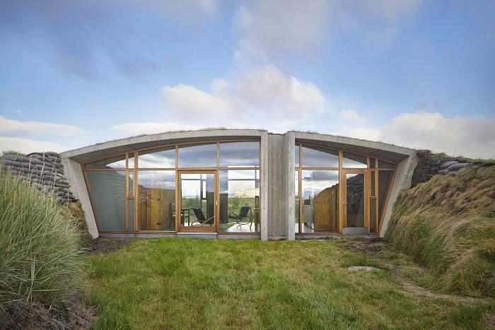 Загородный дом, построенный в районе вулкана Гекла (на юге Исландии).
