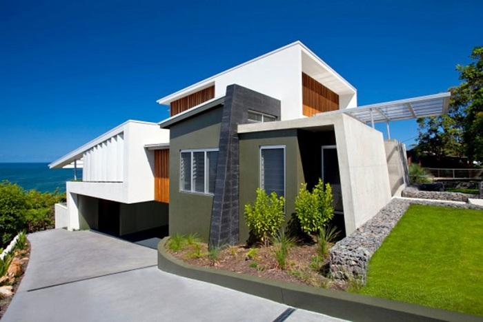 The Coolum Bays Beach  House. Дом, построенный в монументальном стиле.