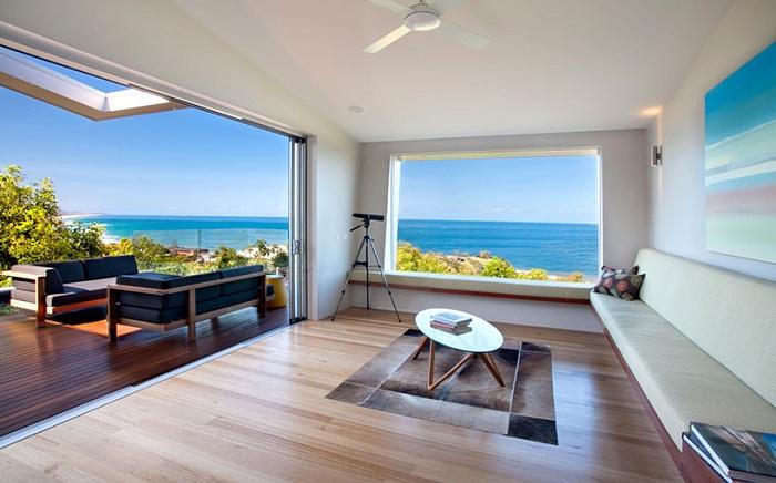 The Coolum Bays Beach  House. Интерьер.