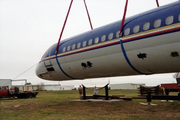 55-летний техасец купил два фюзеляжа самолетов и построил в них дом.