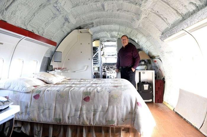 Спальня в бывшем самолете.
