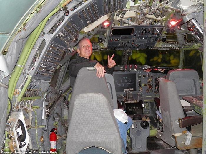 Кабина пилота в доме-самолете Брюса Кэмпбелла.  | Фото: dailymail.co.uk.