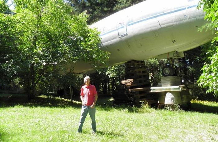 Американец Bruce Campbell приобрел для себя списанный Boeing 727 за 220 тысяч долларов. | Фото: dailymail.co.uk.