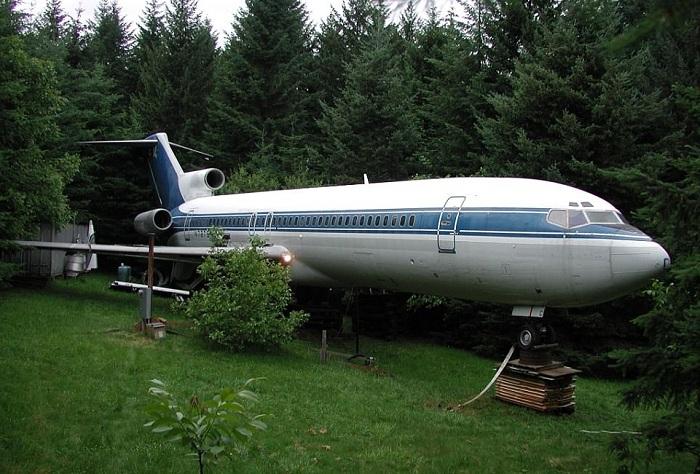 Мужчина купил самолет и сделал из него себе дом. | Фото: awesomeinventions.com.