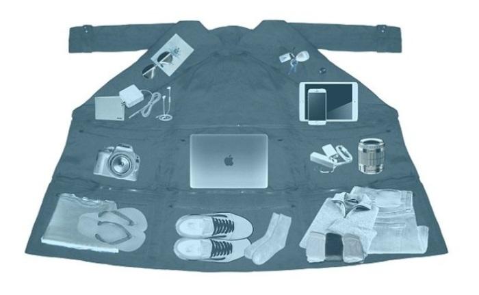 Airport Jacket - пальто-трансформер, в котором можно спрятать вещей на 15 кг.